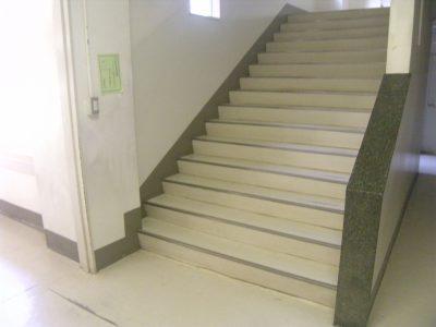 湊小学校 階段手すりを取り付けました(^^♪